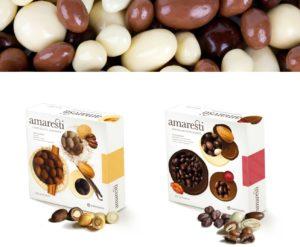 Pyszne suszone owoce pokryte czekoladą: rodzynki, orzeszki ziemne i orzechy laskowe, migdały i śliwki.
